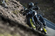 2017_yamaha-fz-09_action-zef-03