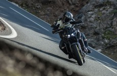 2017_yamaha-fz-09_action-zef-04