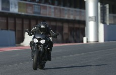 2017-triumph-street-triple-Action-07