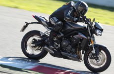 2017-triumph-street-triple-Action-11