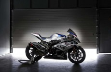 2018-BMW-HP4-Race-02
