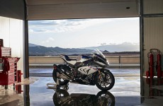 2018-BMW-HP4-Race-03
