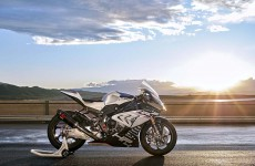 2018-BMW-HP4-Race-05
