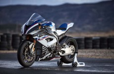 2018-BMW-HP4-Race-07