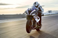 2018-BMW-HP4-Race-17
