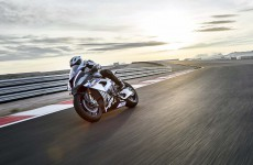 2018-BMW-HP4-Race-18
