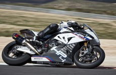 2018-BMW-HP4-Race-40