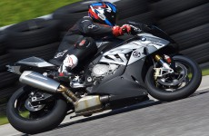BMW-S1000RR-action-01