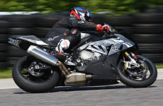 BMW-S1000RR-action-02