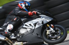 BMW-S1000RR-action-03