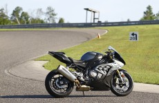 BMW-S1000RR-beauty-02