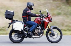 En action sur l'Africa Twin