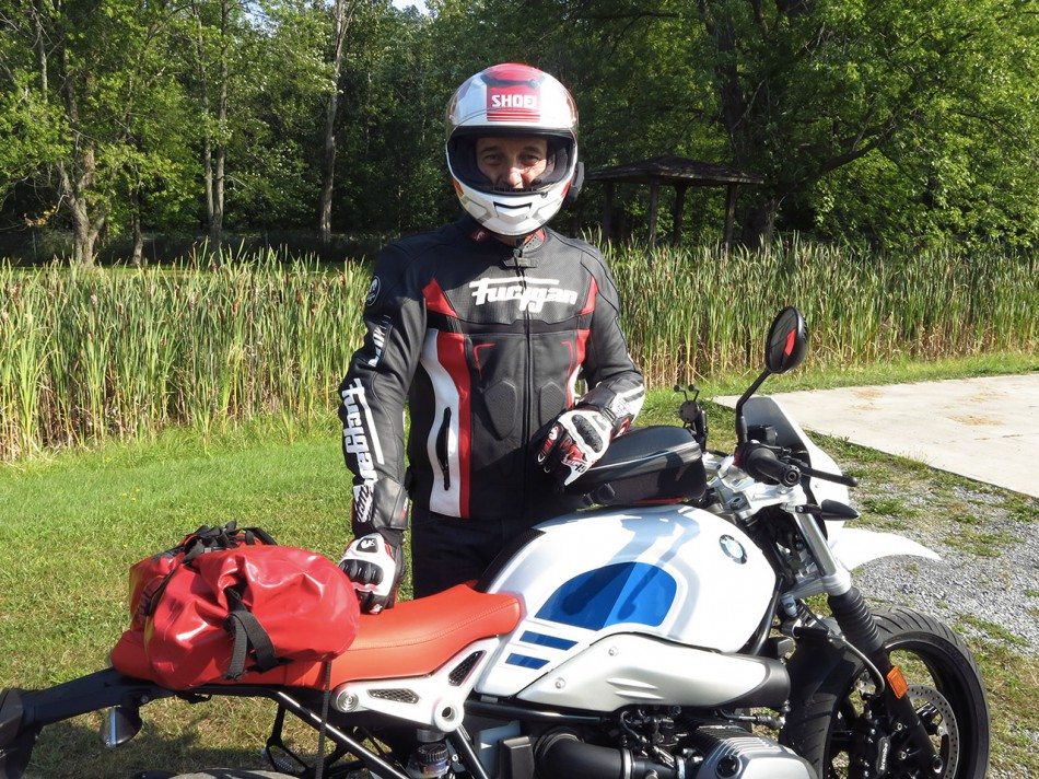 Pilote et moto «color matched»