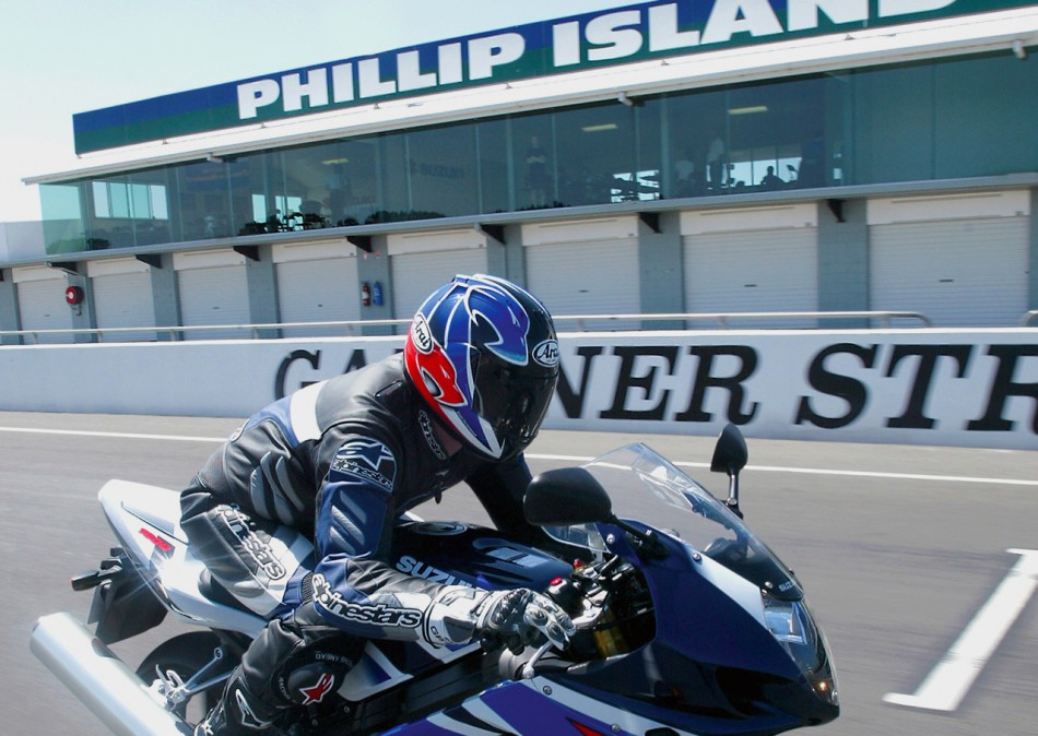 01-Phillip-Island-action