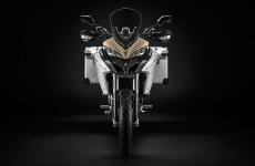 2019-MULTISTRADA 1260 ENDURO_Studio-03