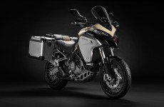 2019-MULTISTRADA 1260 ENDURO_Studio-04