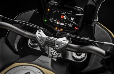 2019-MULTISTRADA 1260 ENDURO_Studio-11