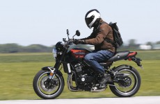 Kawasaki_Z900RS-Action-05