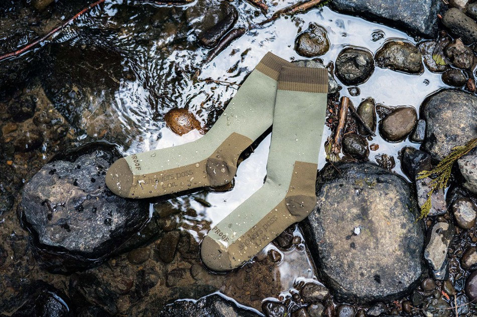 echo-Crosspoint-Waterproof-Mountain-Socks---Moss-flat-lifestyle