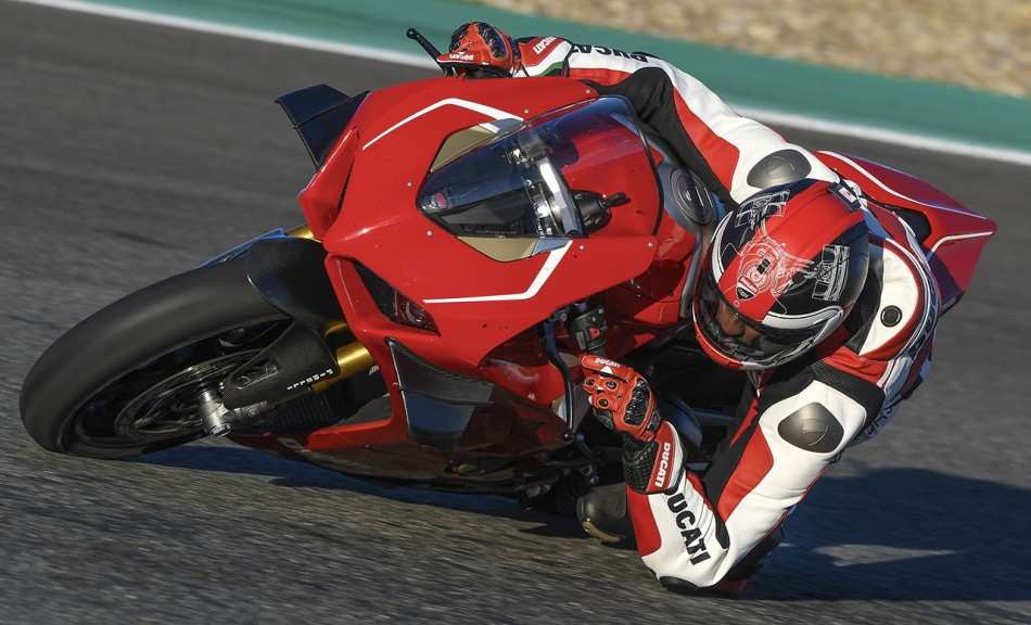 2019-Panigale-V4-R-Action