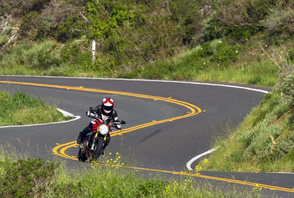 Essai-Ducati-Monster1200S-action-route-05-950x639