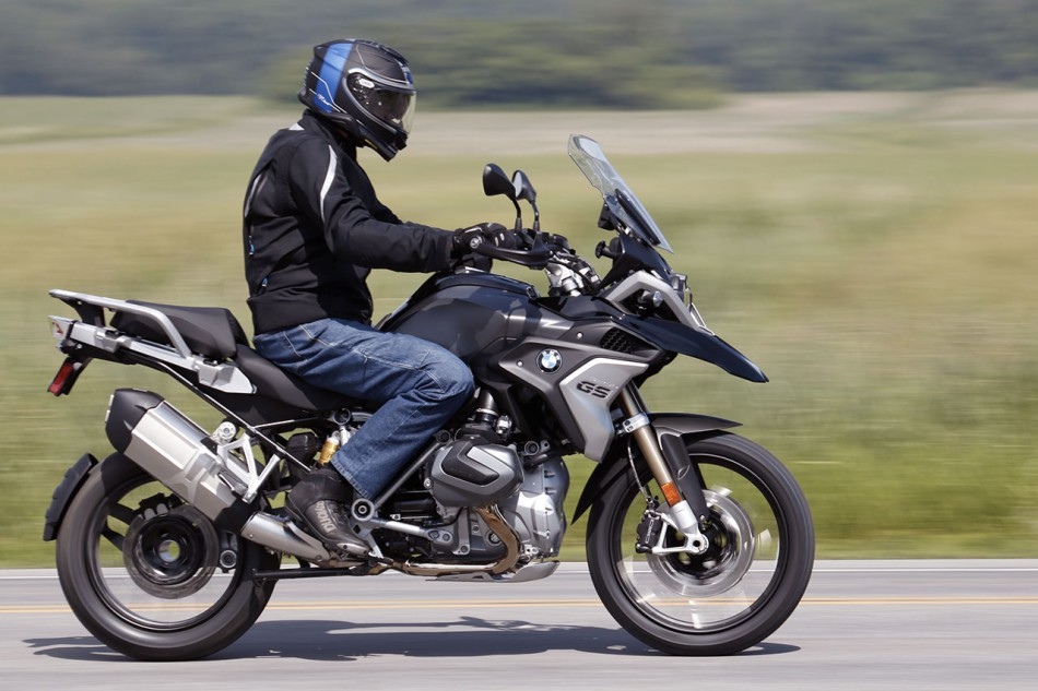 2019_BMW_R1250GS-Action-01