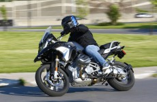 2019_BMW_R1250GS-Action-02