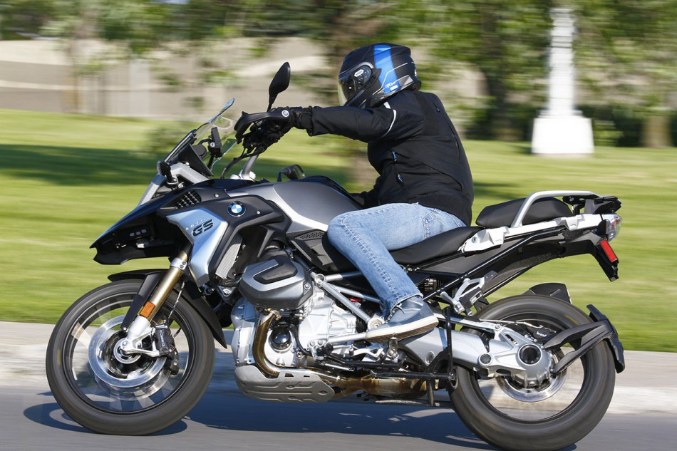 2019_BMW_R1250GS-Action-04