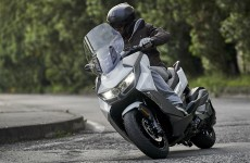 BMW-C400-GT-Action-01