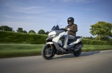 BMW-C400-GT-Action-03