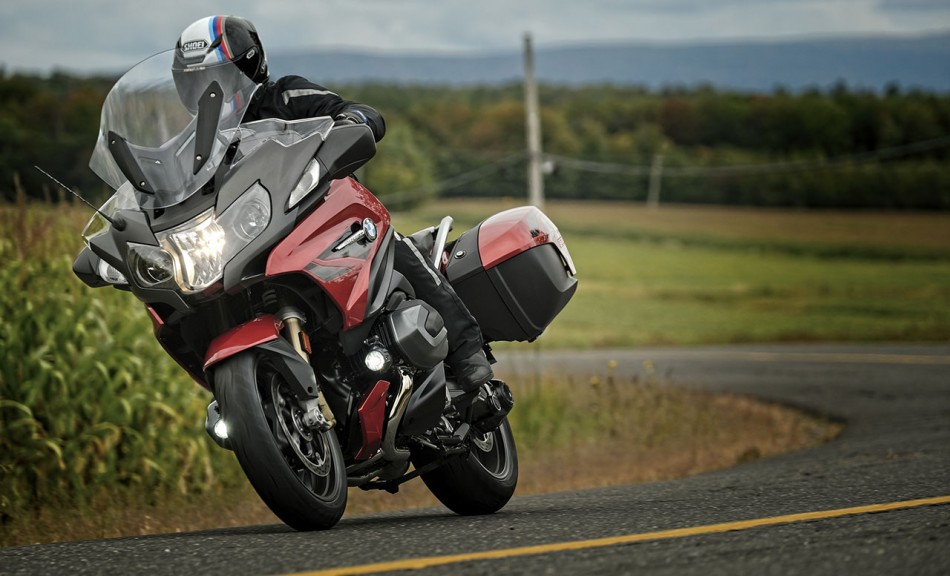 2019_BMW-R1250RT-action-06