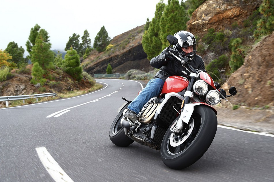 2010-Triumph-Rocket3-Action-01