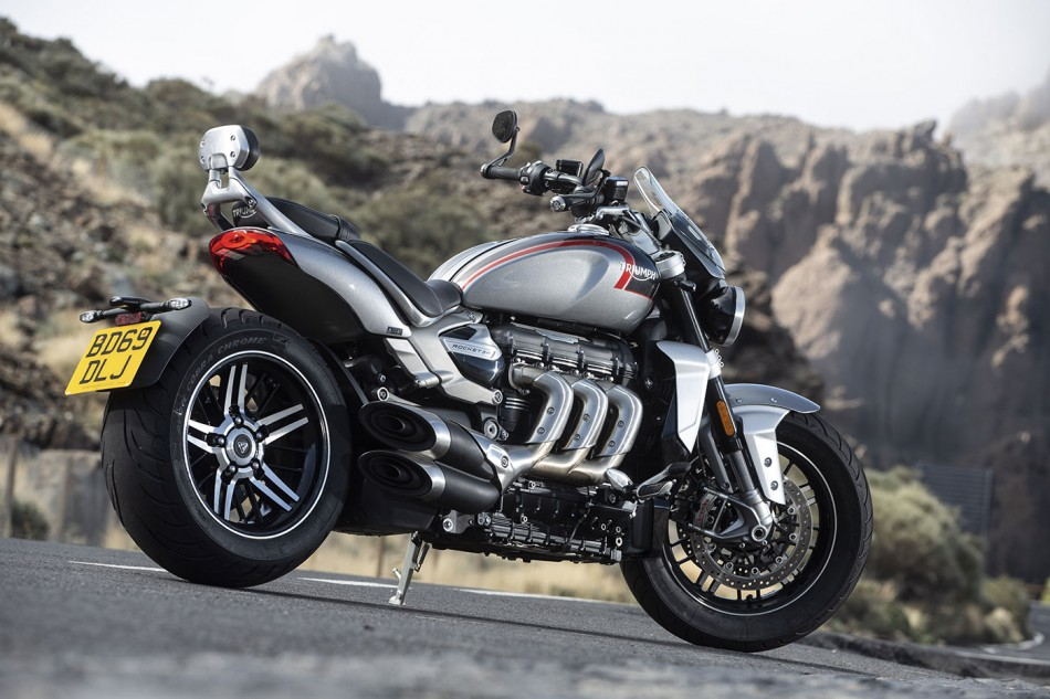 2010-Triumph-Rocket3-Beauty-02
