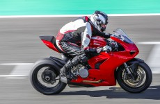 2020-Ducati-Panigale_V2-action-01