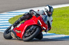 2020-Ducati-Panigale_V2-action-03