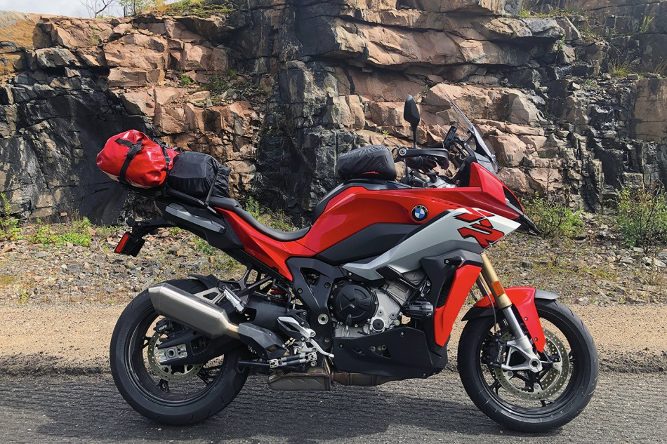 2020_BMW_S1000XR-Baie_Highlands-05a