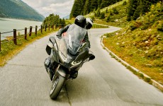 2021-BMW_R11250RT-Action-01