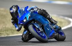 2022_YZF-R7_Action_16