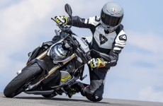 2021-BMW-S1000R-Action-01b