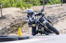 2021-BMW-S1000R-Action-04