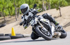 2021-BMW-S1000R-Action-05