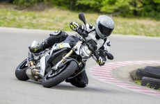 2021-BMW-S1000R-Action-10