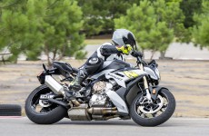 2021-BMW-S1000R-Action-11
