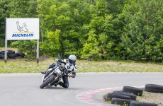 2021-BMW-S1000R-Action-12