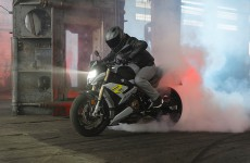 2021-BMW-S1000R-Action-30